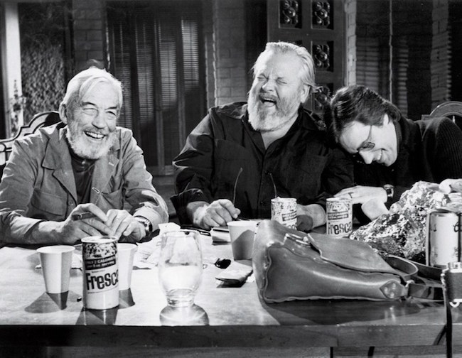 """John Huston, Orson Welles et Peter Bogdanovich sur le tournage de """"The Other Side of the Wind""""  Steven Jaffe/The Welles-Kodar Collection, University of Michigan, Special Collections Library"""