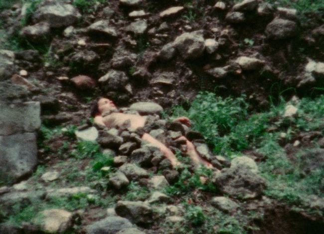 Burial Pyramid 1974, Ana Mendieta Film super-8. © The Estate of Ana Mendieta Collection, LLC. Courtesy Galerie Lelong & Co.