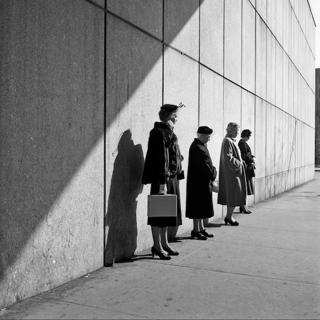New York, 31 octobre 1954 tirage argentique, 2012 © Estate of Vivian Maier, Courtesy of Maloof Collection and Howard Greenberg Gallery, NY